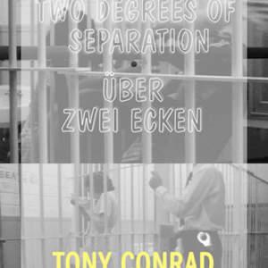 Two Degrees of Separation / Über zwei Ecken